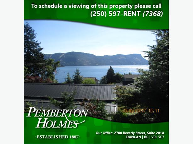 Large Home with Ocean View in Maple Bay