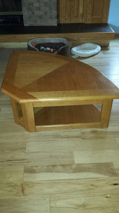 Lift top coffee table with 2 matching end tables west for Coffee tables kelowna