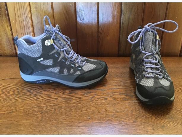Merrell Womens Waterproof Castle  Rock/Pilot  Mid Hikers Size 9 US 40 EUR
