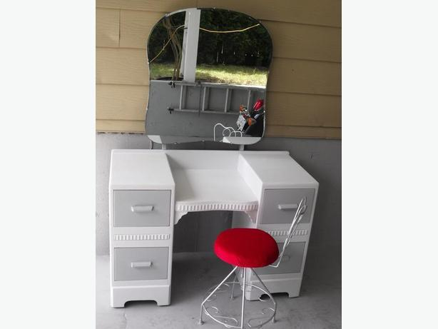 Good Bones here....Vintage Dresser Vanity w/ Mirror and Chair