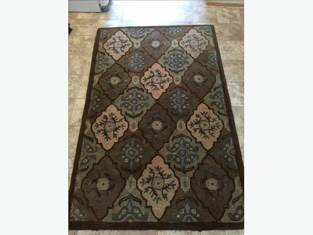 Wool area rug(65x43inches)