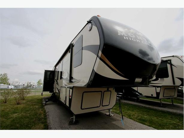 2018 KEYSTONE RV MONTANA HIGH COUNTRY 370BR
