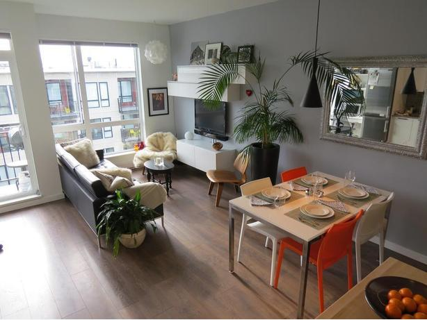 The Orange Peony-Vacation Rental in Victoria's Chinatown