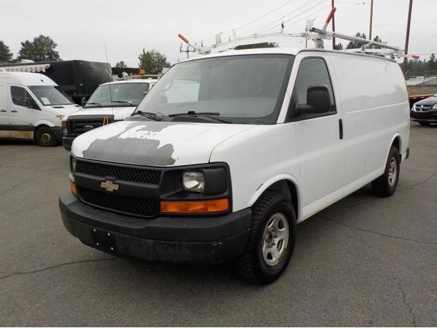2007 Chevrolet Express 1500 Cargo Van w/ Bulkhead Divider