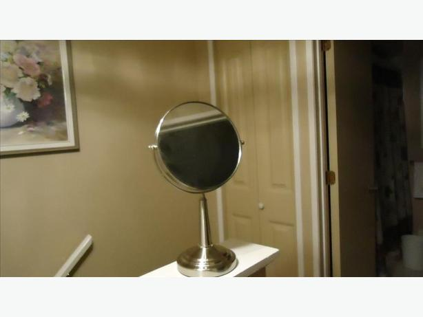 BATHROOM PORTABLE MIRROR