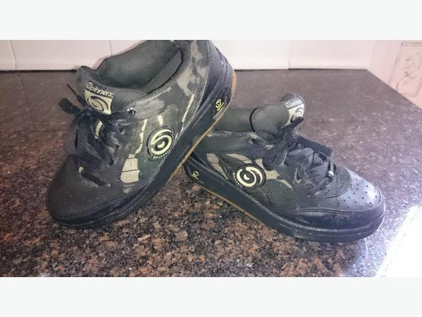 Spinners Black Runners size 3/4