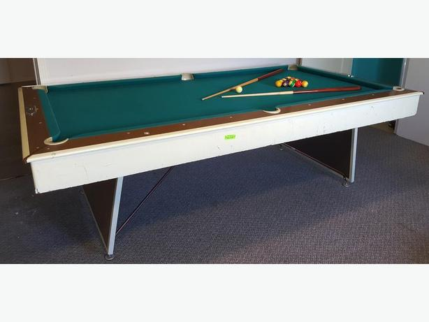 Brunswick Century Pool Table Shawnigan Lake Cowichan - Brunswick century pool table