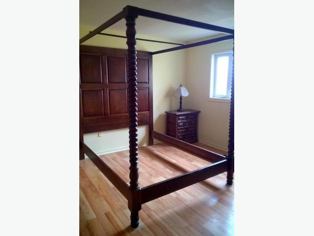 Antique Queen Size Spindle Bed