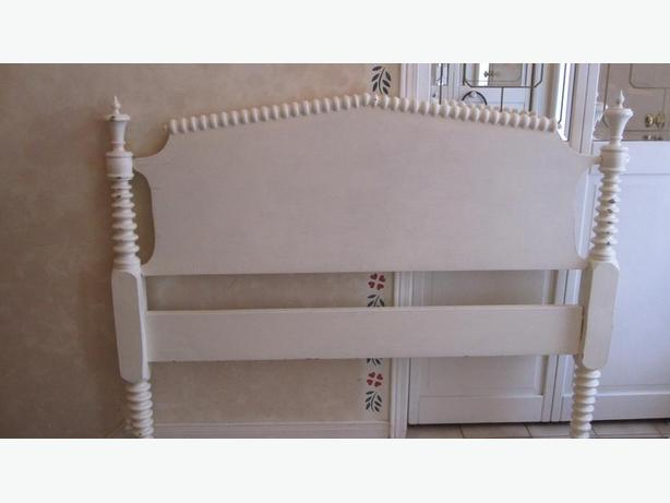 WHITE ANTIQUE SPINDLE HEADBOARD