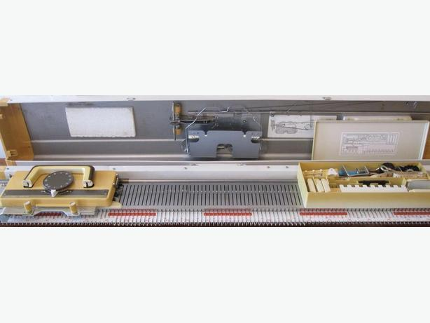 Studio Chunky Knitting Machine Model 150