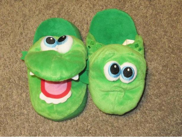 SIZE 12-1 DRAGON SLIPPERS WITH OPENING MOUTH