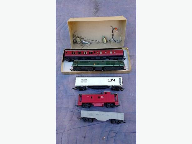 Five Vintage Tri-ang Train Cars 00 Guage