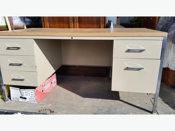 METAL OFFICE DESK - MUST SELL
