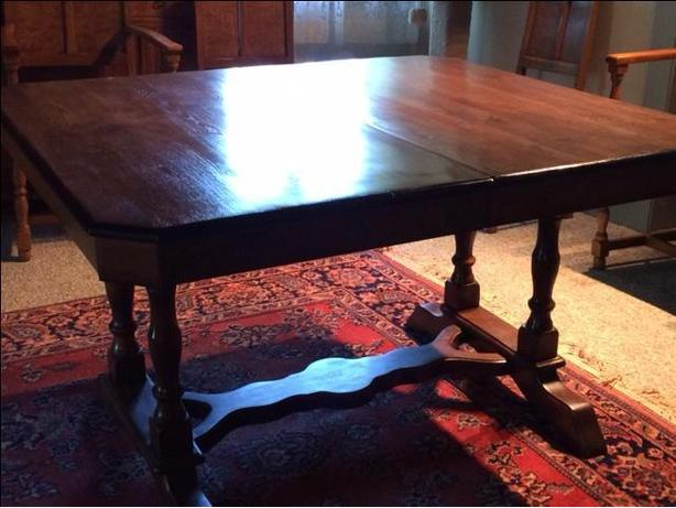 OBO dining table with 3 leaves - no chairs