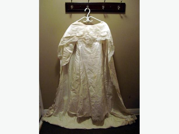 Beautiful Wedding Dress and Train - $100