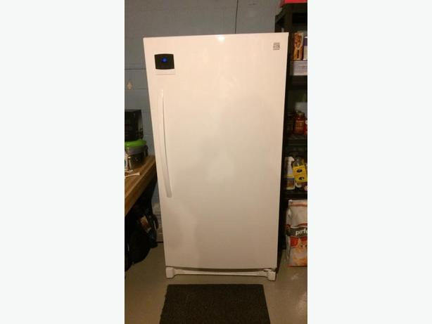 Kenmore Fridge/Freezer- 1 year old- perfect condition!
