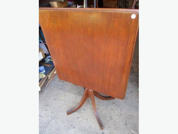 ESTATE FLIP FLOP 1930S TABLE