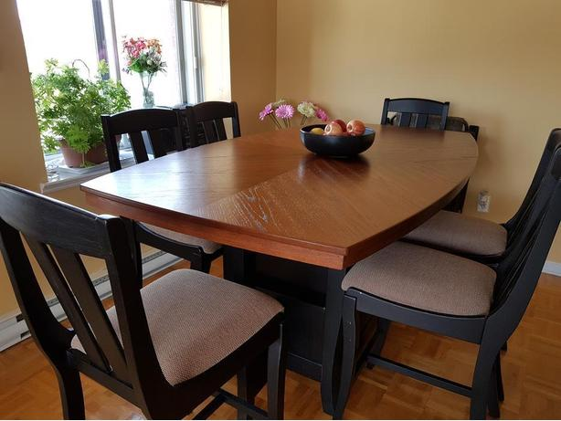 Beautiful REAL wood table with 6 chairs