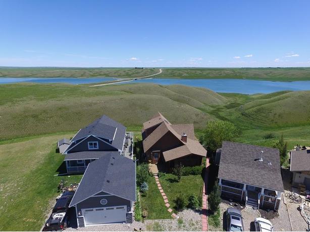Fabulous Home/Vacation Home Lake McGregor Estates Nr Vulcan