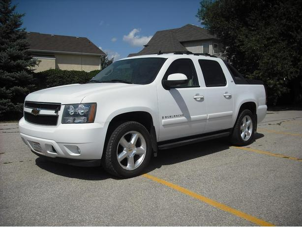2007 Avalanche LTZ with sunroof & more!