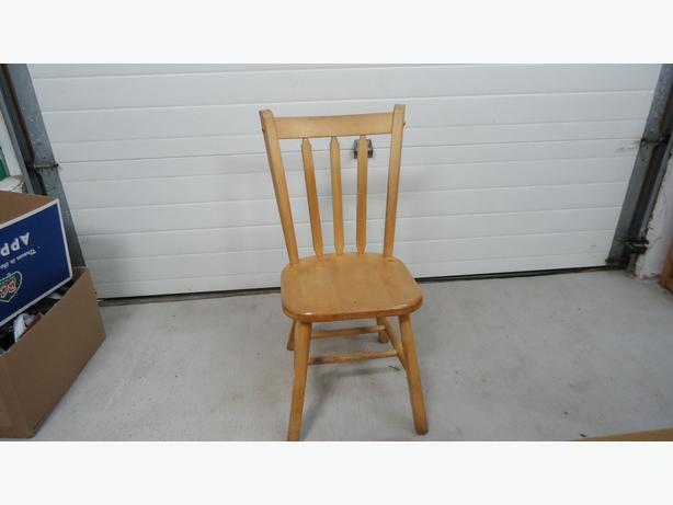 SET OF 4 WOODEN CHAIRS!!!