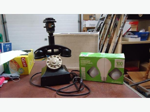 CERAMIC TELEPHONE LAMP