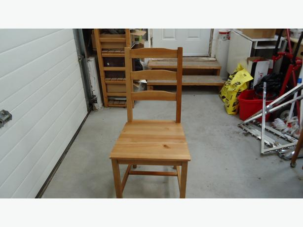 PINE TABLE & 4 CHAIR SET!!
