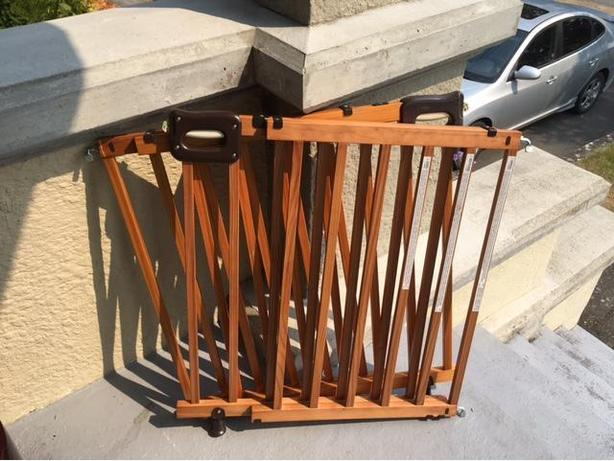 Summer Infant Secure Deluxe Wood Stairway Gate X 2 Saanich