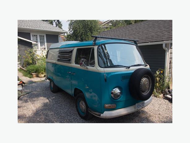 1972 VW Bus Camper