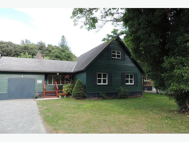 Gorgeous House in Beautiful Mesachie Lake-near Duncan