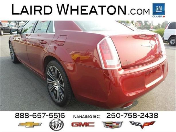 2013 Chrysler 300 300S RWD w/ Back-Up Camera and Double Sunroof