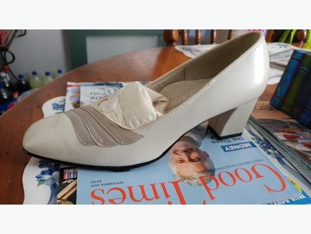 beige dress shoe