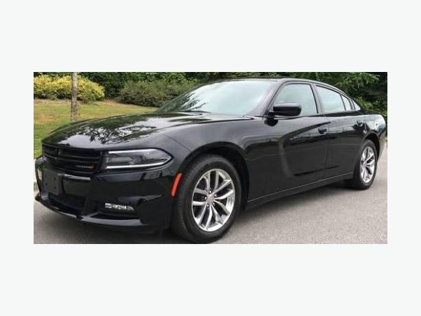 2016 Dodge Charger SXT - Like New and Fully Loaded!