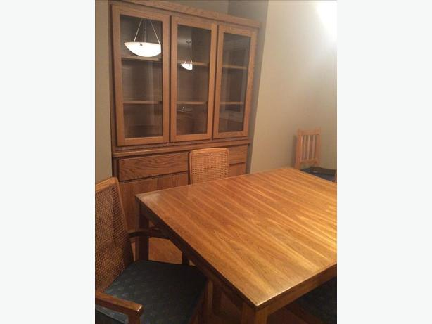 Oak dining room table and chairs/Oak buffet and hutch