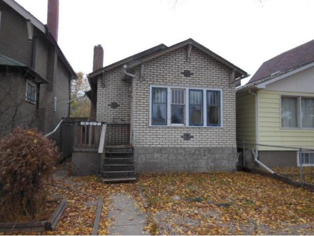 3217 DEWDNEY AVE 2 BEDROOM HOUSE