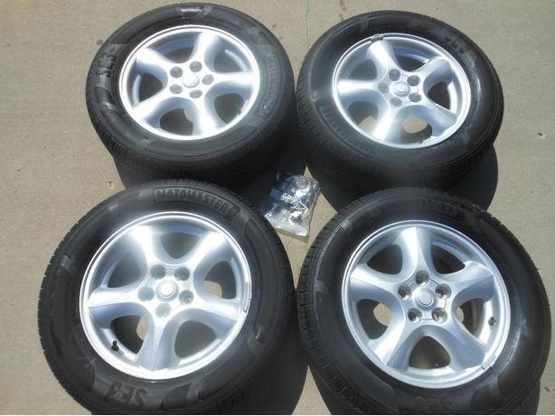 P215/60R16 Motomaster SE3 Tires on Taurus Alloy Wheels