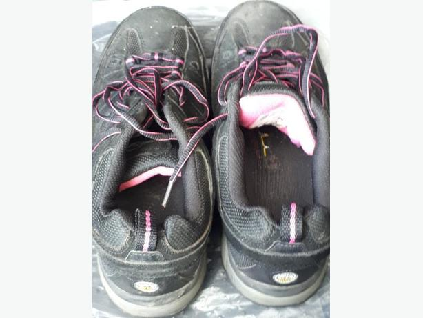 Ladies steel toe shoes size 9