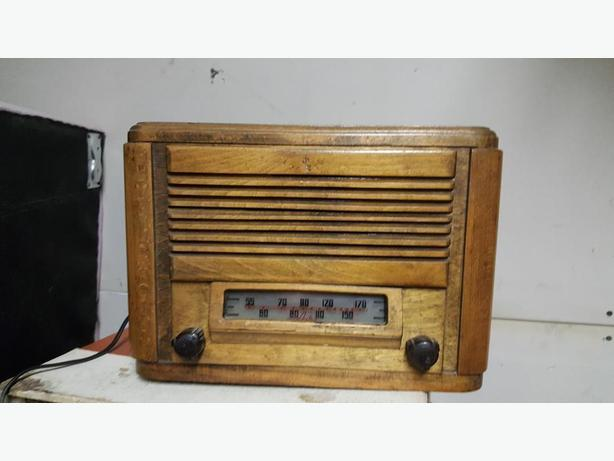 VINTAGE 1940th ASTRA RADIO