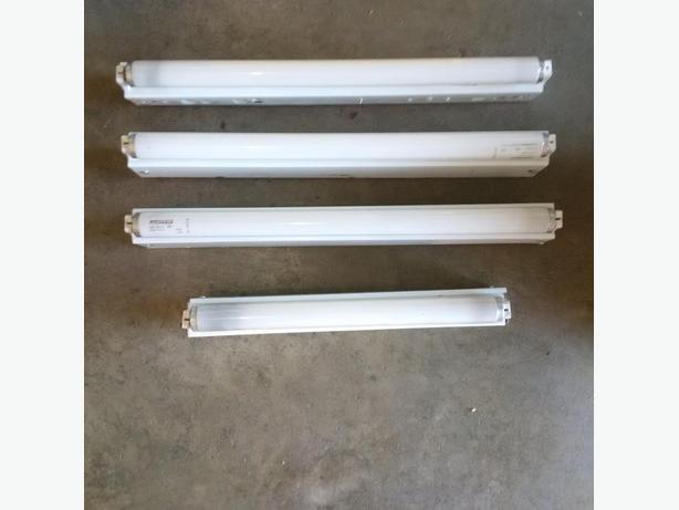 4 Fluorescent Ligh Fixtures