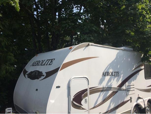 2011 Aerolite 215 BHKS Trailer