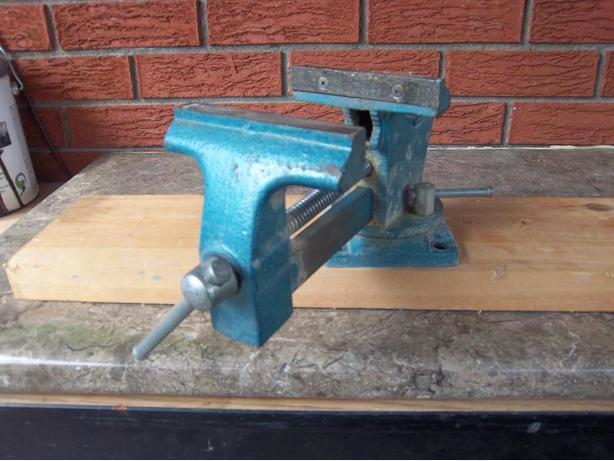 Swivel vise     ((2 available))