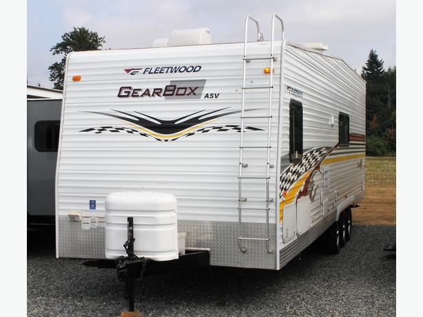 2006 Fleetwood GearBox 310FS Toy Hauler Trailer