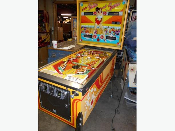 Strikes and Spares Pinball Machine (Bally, 1978)