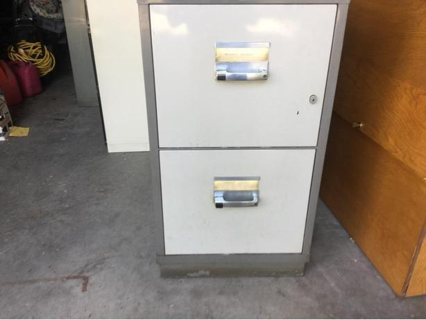 Fire insulated file cabinet