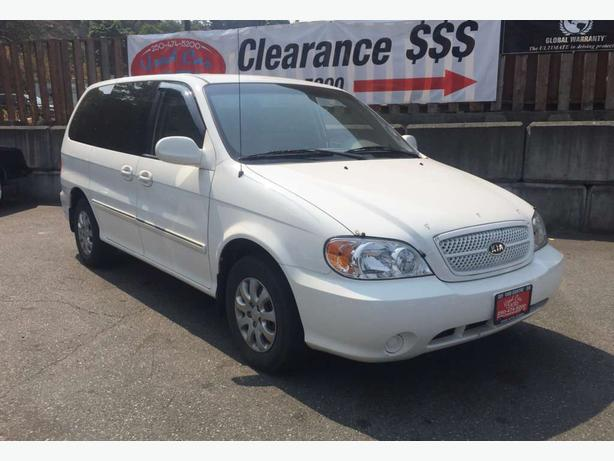 2005 Kia Sedona LX low kms! Top safety ratings!
