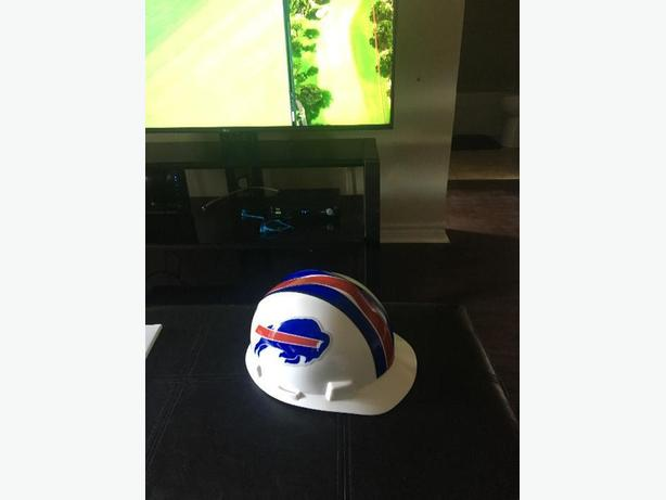"Buffalo bills ""hard hat"" (jusr used as disolay piece)"