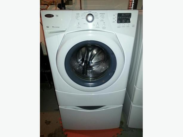 Whirlpool front load Washer and dryer duet w/pedestal