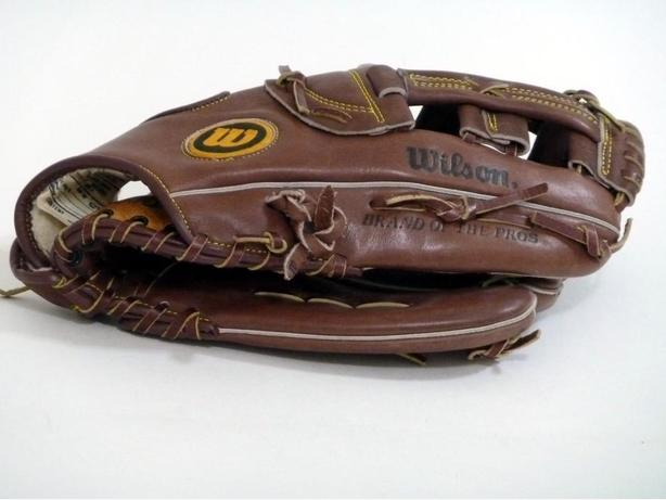 ADULT WILSON BASEBALL/SOFTBALL GLOVE - LH FIT