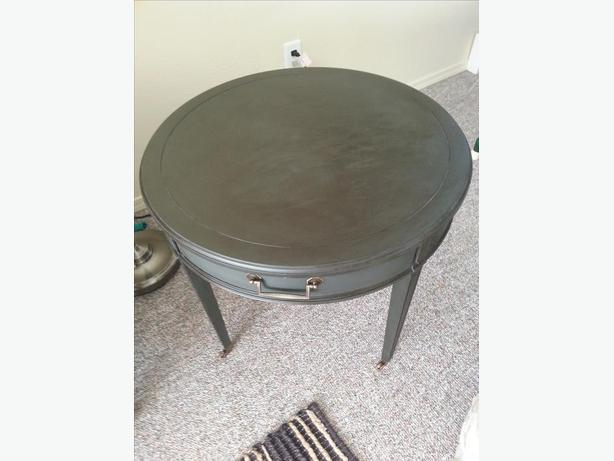 Unique, round coffee/side table on caster wheels