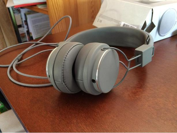 Dark grey UrbanEars Platan 2 headphones